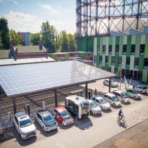 Inmitten des EUREF-Geländes steht die Carsharing-Station mit verschiedenen Ladetechnologien   Foto: InnoZ, Vipul Toprani