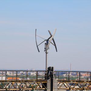 Zwei Kleinwindenergieanlagen generieren auf dem Gasometer in 80 m Höhe Strom für das MSG   Foto: RLI